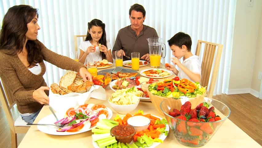Makan dalam satu meja