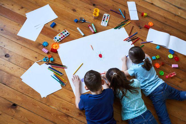 Mengembangkan kreativitas anak di rumah