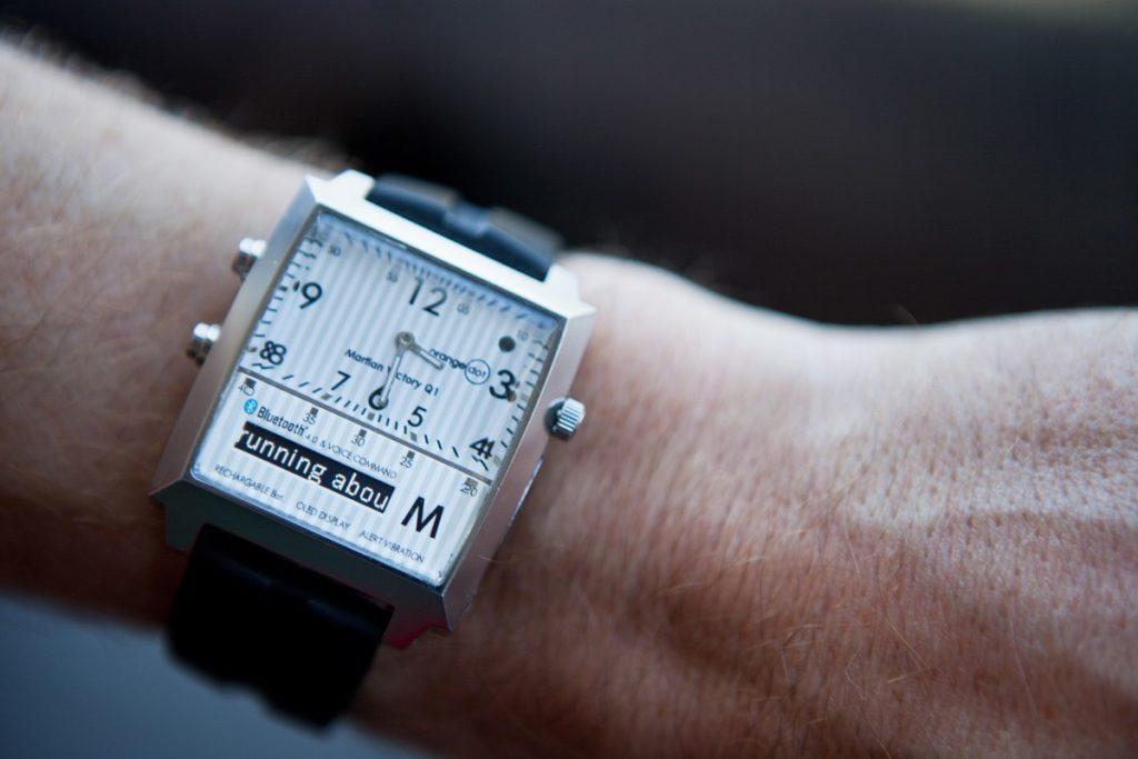 alat bantu tunanetra: jam bisa berbicara