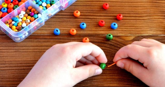 mengembangkan motorik halus pada anak