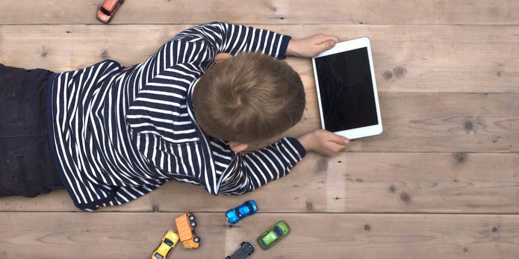 mainan edukasi untuk abk anak bermain tablet