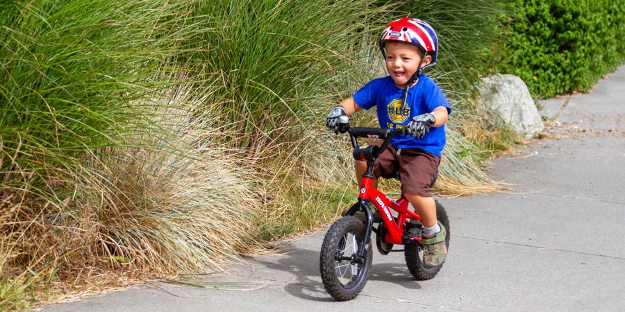 anak bersepeda