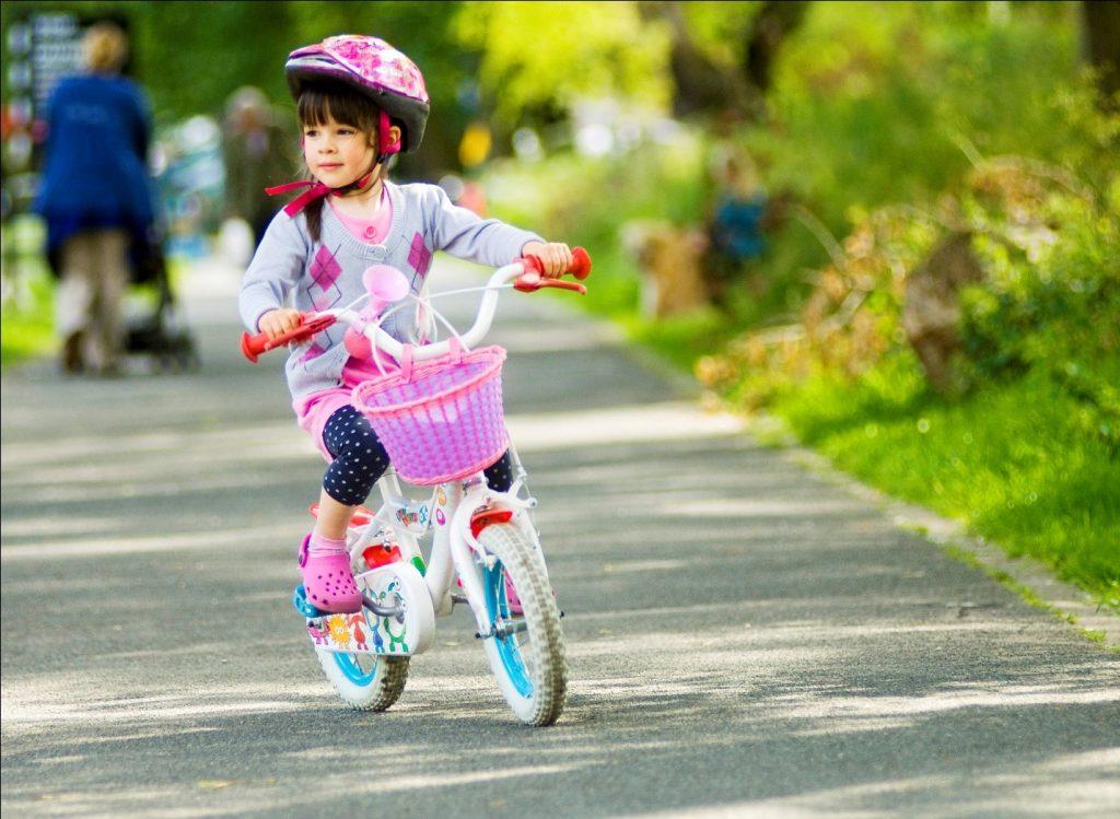 Motorik Kasar Pada Anak dengan bermain sepeda