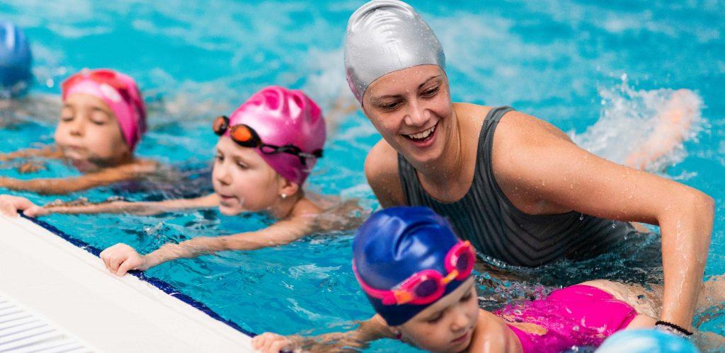 Motorik Kasar Pada Anak dengan berenang