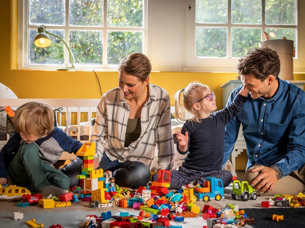 melatih motorik halus anak dengan bermain lego