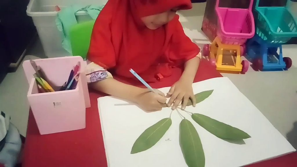 anak menjiplak daun
