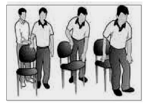 menuntun orang tunanetra duduk di kursi